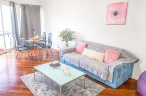 A seating area at Arcadas Cozy Apartments - AV