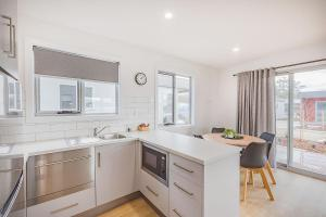 A kitchen or kitchenette at NRMA St Helens Waterfront Holiday Park