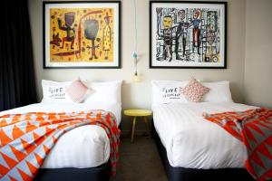 A bed or beds in a room at Art Series - The Larwill Studio