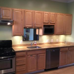 A kitchen or kitchenette at Beautiful in Bloomingdale!