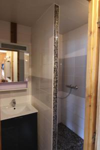 A bathroom at Vanoise Appartements Val Thorens Immobilier