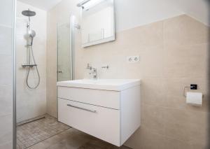Ein Badezimmer in der Unterkunft Remise Thurn