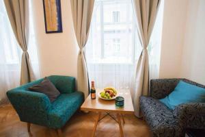 Een zitgedeelte bij Prague EIA Centre Apartments