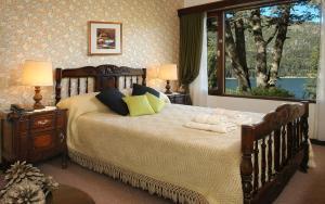 A bed or beds in a room at Hosteria El Condado