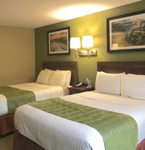 A bed or beds in a room at Acadia Inn
