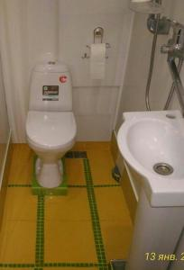 A bathroom at Апартамент Юстис