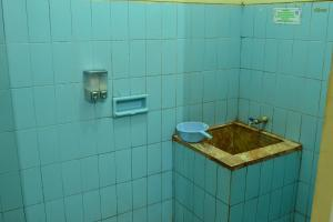 A bathroom at Hotel Wiwi Perkasa 1