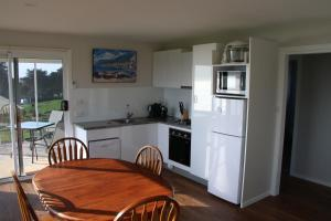 A kitchen or kitchenette at Penguin Seaside Farm