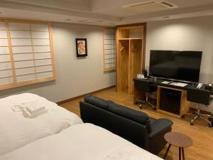 A television and/or entertainment centre at Hotel Be-zen shimanouchi