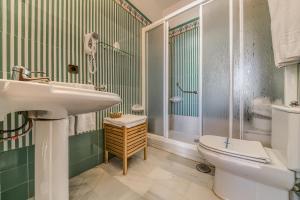 A bathroom at Hotel La Española