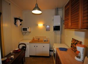 A kitchen or kitchenette at Appartement Sanet