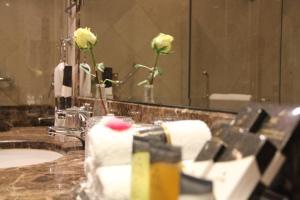 حمام في فندق الشهداء