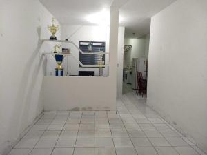 A kitchen or kitchenette at Casa em Cajazeiras com Garagem
