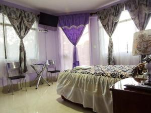 A bed or beds in a room at El Grano De Oro Hotel