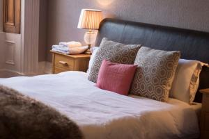 A bed or beds in a room at City Center Rooms