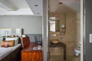 A bathroom at Hotel Christiania Teater