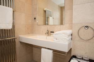 A bathroom at Twr y Felin Hotel