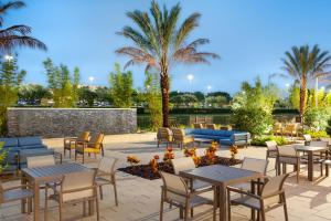 A restaurant or other place to eat at SpringHill Suites by Marriott Orlando at Millenia