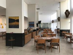 A restaurant or other place to eat at Flat Paiva Home Stay