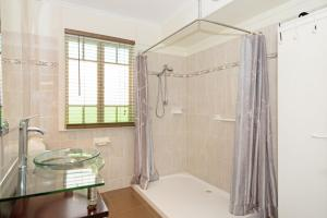 A bathroom at Wheelchair Friendly with water views - Welsby Pde, Bongaree