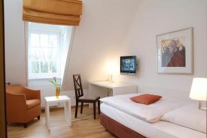 Ein Bett oder Betten in einem Zimmer der Unterkunft Parkhotel Wolfsburg