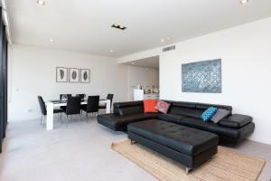 A seating area at 4 Bedroom Executive Apartment in the CBD