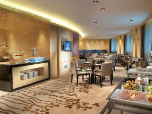 A restaurant or other place to eat at Crowne Plaza Xi'an