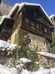 Gasthof Pension Grüner Anger during the winter