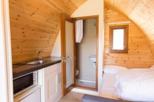 A kitchen or kitchenette at Blackwater Eco Pods