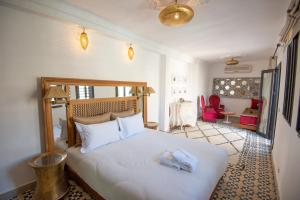 A bed or beds in a room at Riad Dar Tmania