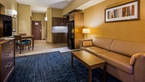 A seating area at Best Western Plus Winnipeg West