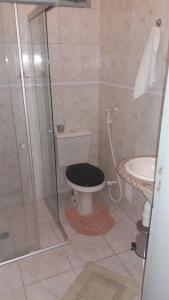 A bathroom at Casa de 3 Quartos