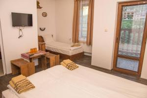 A bed or beds in a room at Villa Zaburdo
