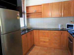 A kitchen or kitchenette at Nesuto Woolloomooloo