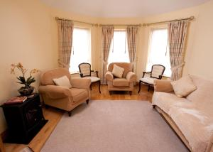 A seating area at Sandyhills Bed & Breakfast