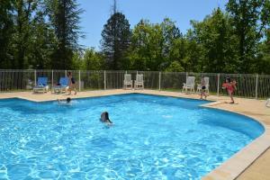 The swimming pool at or near Les Bois De Prayssac