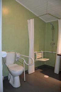 A bathroom at Les Bois De Prayssac