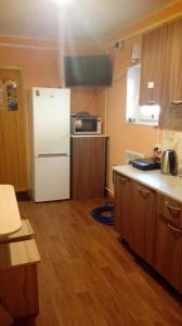A kitchen or kitchenette at Baykal`skiy Domik Guest House