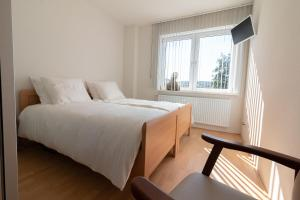 A bed or beds in a room at Appartement Schin op Geul