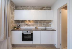 A kitchen or kitchenette at Mediterra Residence