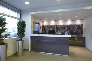 The lobby or reception area at Citadines Maine Montparnasse Paris