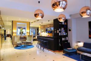 The lobby or reception area at Hotel Mercure La Sorbonne Saint-Germain-des-Prés