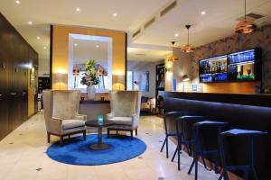 The lounge or bar area at Hotel Mercure La Sorbonne Saint-Germain-des-Prés
