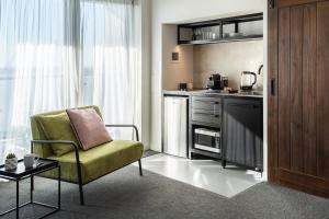 A kitchen or kitchenette at Haka Hotel Suites - Auckland City