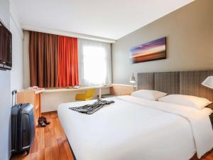 A bed or beds in a room at ibis Hotel Frankfurt Messe West