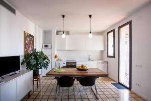 A kitchen or kitchenette at City Center Apartments