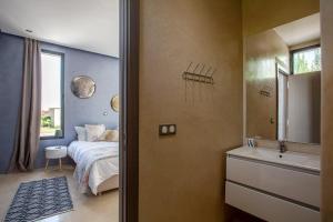 A bathroom at Villa Essra