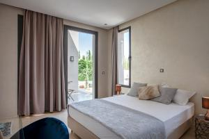 A bed or beds in a room at Villa Essra