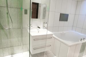 A bathroom at Windermere Suites