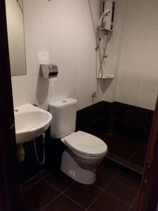 A bathroom at Bary Inn, KLIA and KLIA2